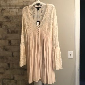 Romeo+Juliet couture dress w/ bell sleeves size M
